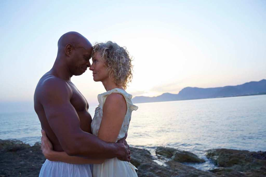 MixedRaceCouple_HugKissSeaBeachSunset_007