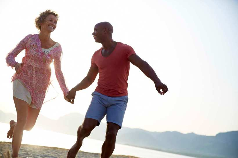 MixedRaceCouple_RunningHuggingBeach_030